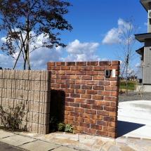 レンガ門柱とブロック塀