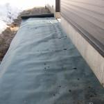 施工中の現場より 防草シート敷き