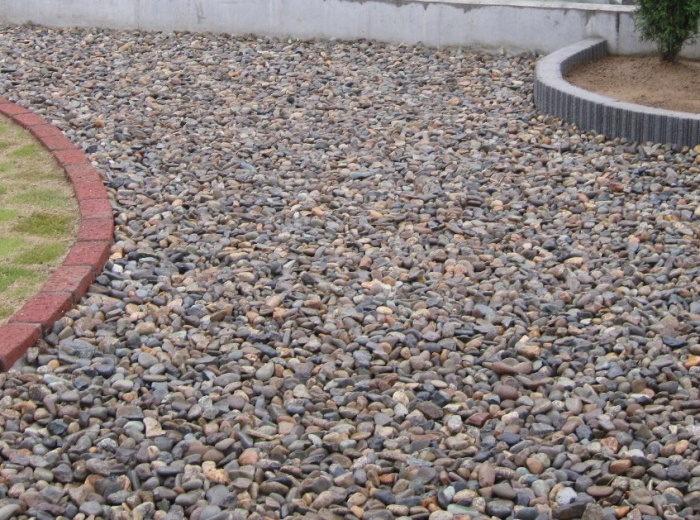 川砂利<br />建物周りやアプローチ、お庭、防犯対策としても効果があります。