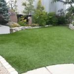 雑草対策に人工芝―リアリーターフ